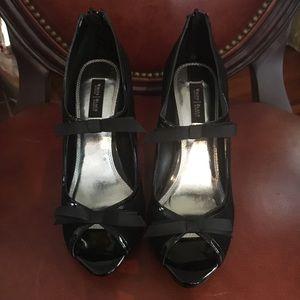 White House Black Market shoes Sz 7.5 NWOT